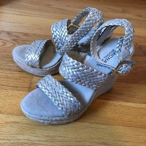 Michael Kors Giovanna Woven Wedge Pale Gold 6.5